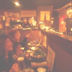 ≪スタッフと仲良くなれるカウンター席≫九州男児のスタッフたちとの会話もお楽しみさい!おひとりでいらっしゃるお客様も多く、女性の方々にも人気です!おひとりでも食べられる少量のお料理もございますのでお気軽にのご予約ください!もちろん直接のご来店でもOKです!スタッフ一同お待ちしております♪