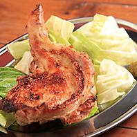 骨付き鶏もも肉の炭火焼
