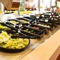 こちらがプレミアムサラダバー。種類豊富で新鮮な野菜をお好きなだけ。