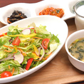 【モーニング】選べるドレッシング(ヨーグルト付き)半日分の野菜サラダセット!ドリンクバー付き!500円