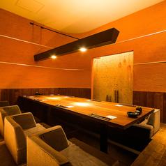 掘り炬燵の完全個室。2名~8名まで対応しております。個室は全部で6名様用2、4名様用5、8名様用1、全室8室ございます。