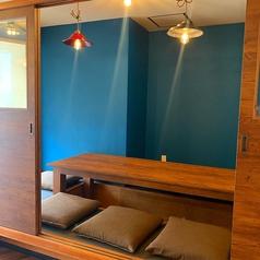 5名から10名様までご利用可能な個室は、掘りごたつで、ドアも閉まるので、プライベート感のあるお席になります。