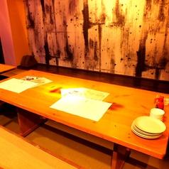 掘りごたつのテーブルは万能のお席。最大6名