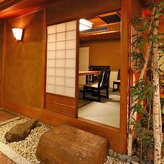 日本庭園を彷彿とさせるような和情緒あふれるテーブル個室です。ご接待や会食などのビジネスシーンに最適です。