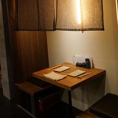 2名様用のテーブル席は、奥まった半個室風◎ゆったりと落ち着いてお食事していただけます。
