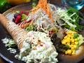 料理メニュー写真海老とアボカドタルタルサラダ