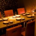 インテリアや照明の明かりにもこだわったお洒落な店内は、普段よりもちょっと大人な女子会やデートを愉しみたい時にピッタリの空間◎テーブルを華やかに彩るフォトジェニックなバル料理の数々に、自然と会話も進むこと間違いなしです。女性に人気のチーズ料理やカクテルなども多数取り揃えております。