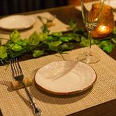 仲間内での飲み会や女子会に最適な4名様用のお席は大人気のお席となっております!ゆったりお寛ぎくださいませ!また、ご予約限定で誕生日ホールケーキが無料になるお得なクーポンも配布中!単品のご予約も大歓迎です!