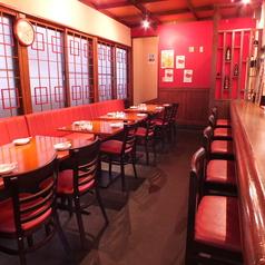 一階はテーブル席とカウンター席をご用意しております。テーブル席は12席ご用意☆ランチやサクのみにいかがでしょうか?
