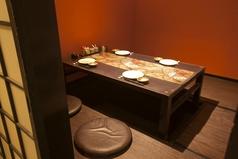 全席【完全個室】×【掘りごたつ】2~4名様可能な小部屋や、飲み会に最適なな2~12名可能な掘りごたつ完全個室もご用意。