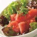料理メニュー写真真っ赤なトマトのサラダ~四万十完熟トマトドレッシング~