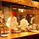 オープンキッチンから漂う焼き立てPizza&炭火焼の香り!