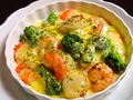 料理メニュー写真海鮮とブロッコリーのチーズ焼き