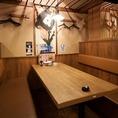ちょい飲みに最適なテーブル席や、落ち着いた雰囲気の宴会個室など、新橋での様々なお食事シーンにご利用頂けます!産地直送の新鮮魚介と種類豊富な地酒・厳選焼酎で、皆様をおもてなし致します。【新橋 居酒屋 個室 貸切 飲み放題 和食 海鮮 団体 大人数 宴会 女子会】