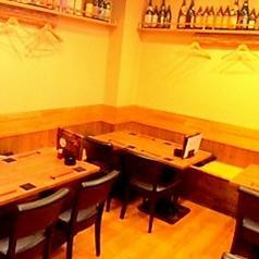 テーブル席は2名テーブル×1、 4名テーブル×3、5名テーブル×1、6名テーブル×1がございます。 少人数から大人数まで対応可能です★