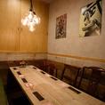 1組様限定の個室は最大8名様までご利用可能。周りを気にせずプライベートな空間でお楽しみください。