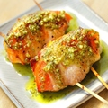 料理メニュー写真トマトとモッツァレラチーズの豚バラ巻き