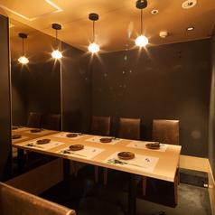 完全個室の6名テーブル席,.