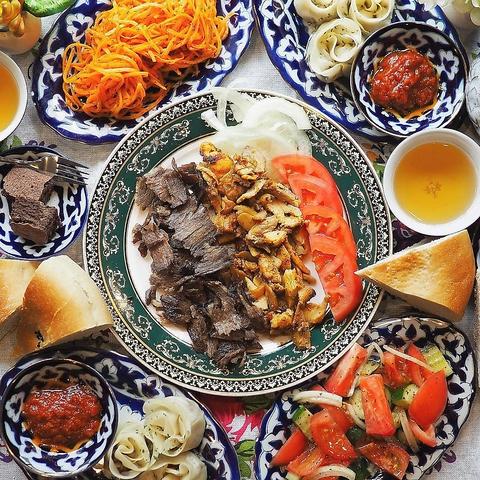 異国情緒溢れる空間で、ウズベキスタン出身の店主がふるまう本格家庭料理を☆