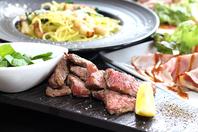 お肉料理からおつまみまでリーズナブルな価格で楽しめる