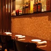 3席までのカウンター席で、さくっと飲み会。生ビール一杯、選べる小皿料理2品の晩酌セットは980円で会社帰りのサラリーマンに大好評です♪