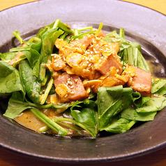 料理メニュー写真ほうれん草サラダ