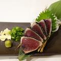 料理メニュー写真藁焼き鰹のタタキ