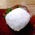【ヤマブシ茸】という、白いふわふわのきのこです。