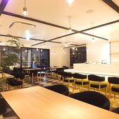 店内貸切最大34名様OK!!るくてモダンカジュアルなオシャレ空間で美味しいお酒と料理を楽しもう♪