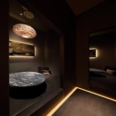 個室いろいろ♪1番人気はソファ個室!ラグジュアリーなデザインになっております。