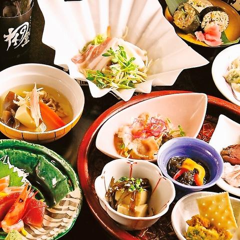 和の職人が素材の味を大切に丁寧に作る本格和食をくつろぎ空間で愉しめます。