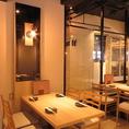 明るい空間で会話が弾みお食事も楽しめます♪