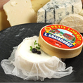 イタリア産マスカルポーネ【イタリア】赤ワインでマリネしたブルーベリーをマスカルポーネとイタリアンメレンゲのクリームで包み可愛らしいチーズの箱に詰めた、ふわふわ食感でスッキリとしたデザートです。