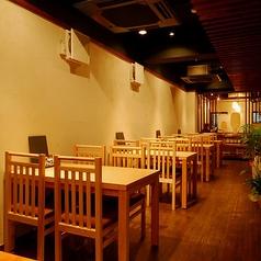 4名様まで可能なテーブル席は全5卓ございます。会社宴会や仲間との飲み会にもご利用ください。