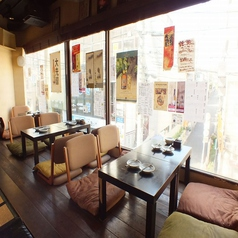 お座敷の他にもテーブル4名×2卓、カウンター席もございます。