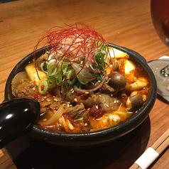 料理メニュー写真和牛すじの辛味湯豆腐