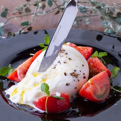 農園トマトとモッツァレラチーズのカプレーゼ