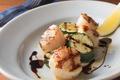 料理メニュー写真帆立貝柱と野菜のグリル バルサミコソース