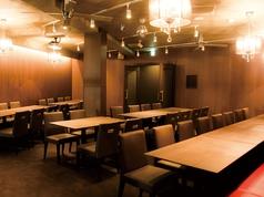 2Fの個室は8~50人まで貸切OK。身内でワイワイ楽しみたい宴会や貸切パーティーに最適!!