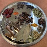 本場インドのシェフ自慢の本格カレーをご堪能ください!