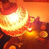 オーナーこだわりの照明が幻想的な空間を演出。