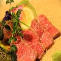 料理メニュー写真とろける特選和牛ロースの炙り焼き(100g)