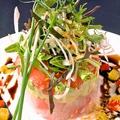 料理メニュー写真島魚とアボガドのミルフィーユサラダ