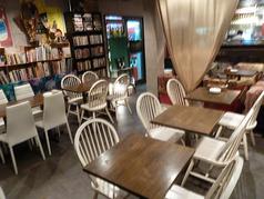 2名テーブル4卓ございます♪隣同士をくっつけ8名~12名様でもご利用可能です!