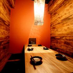 【完全個室】他のお客様からは完全に隔離されたお部屋です。接待・プライベート・合コンなどにも最適です♪1席しかない為ご予約はお早めにどうぞ!当店自慢の焼き鳥、もつ鍋をごゆっくりとお楽しみください。ご利用お待ちしております。