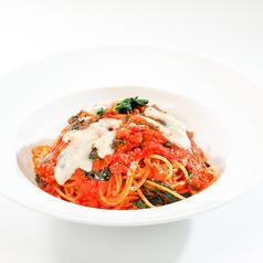 料理メニュー写真モッツァレラとベーコンのシチリアーナ