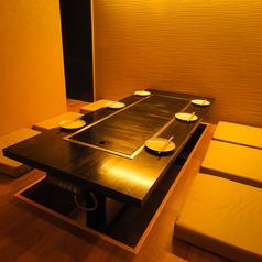 【完全個室】鉄板付の完全個室は6名席でご用意★ご利用に絶品料理やお酒にて精一杯おもてなしさせていただきます!