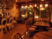 顔を見合わせ話が弾む円卓も1テーブル、5~6名様でワイワイ楽しめる席など、様々なテーブル席をご用意しております。