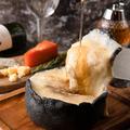 料理メニュー写真チーズと生はちみつ専門店のクワトロシカゴピザwith生はちみつ
