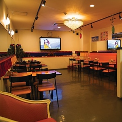 20名様~70名様まで可能な広い店内で貸切パーティーはいかがでしょうか。テレビやDVDプレイヤーを設備しており、ソファー席もあるためお子様連れでも安心!様々なシーンでご利用いただけます!着席:20名様~50名様 立食:20名様~70名様
